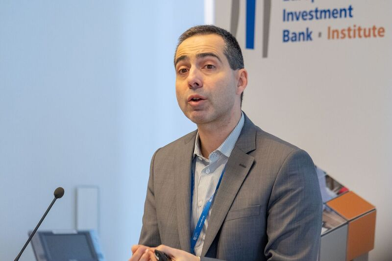 Technology can transform impact investing | EIB Institute